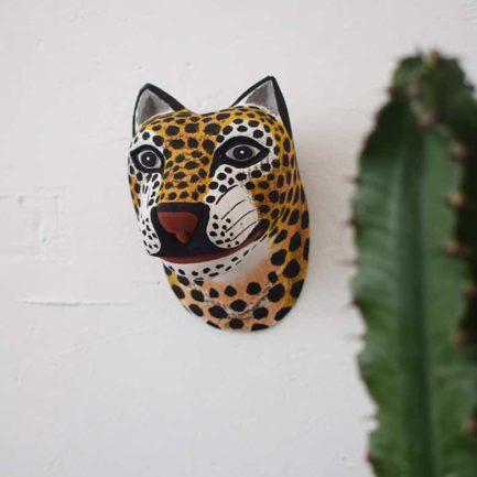 Masque Petit Jaguar en bois - Ambiance 1