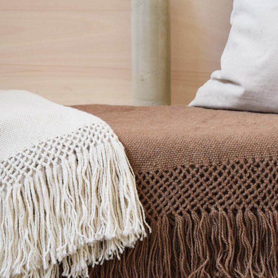 Textile : Plaid et écharpe en laine de lama Finca Home - Ambiance 2