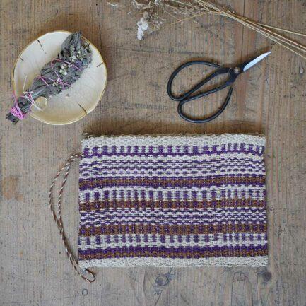 Trousse tissée beige et violette Finca Home - Ambiance