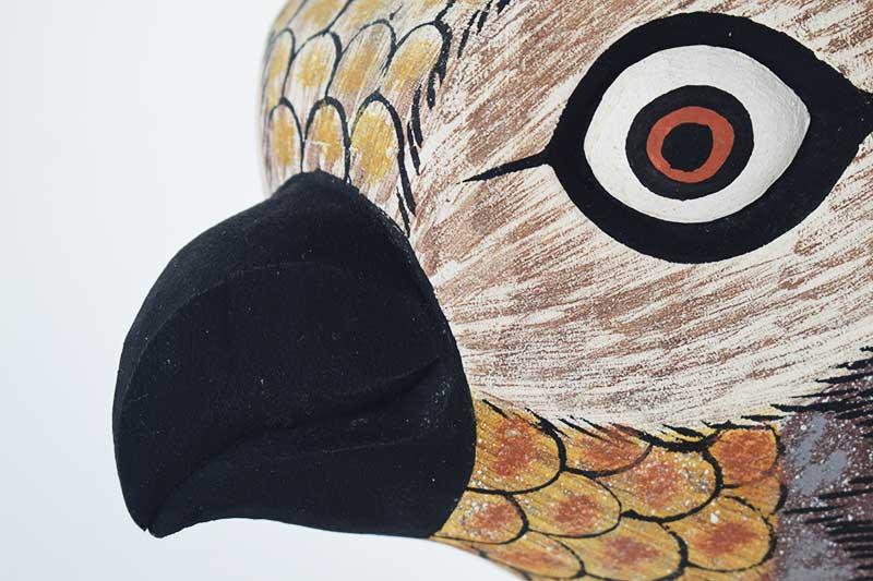 Masque Oiseau Gris en bois - Petit bec - Zoom