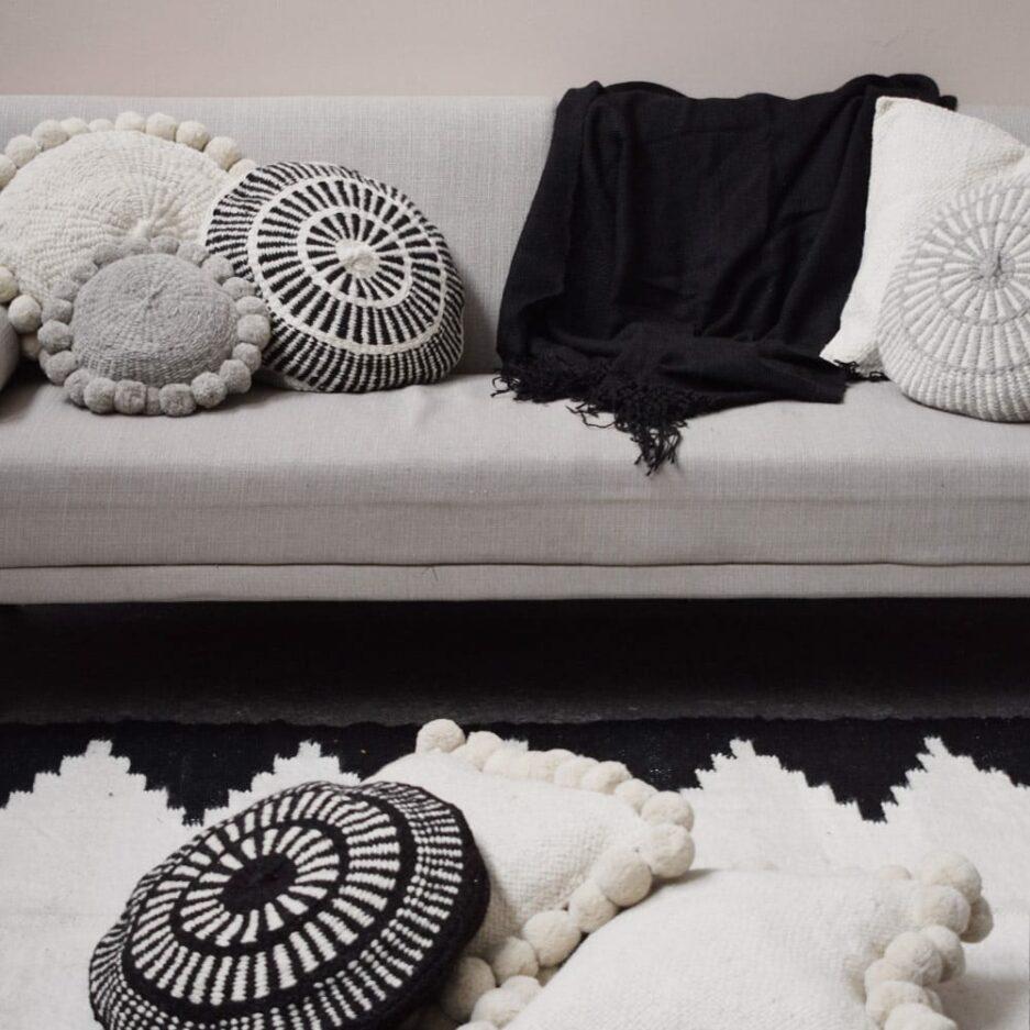 Coussin en laine blanc et noir Finca Home - Ambiance 5