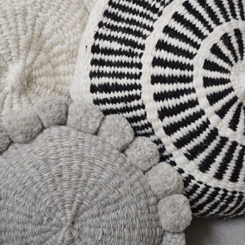 Coussin en laine blanc et noir Finca Home - Ambiance 4