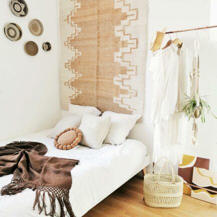 Tapis en laine ocre décoration chambre Finca Home - Ambiance