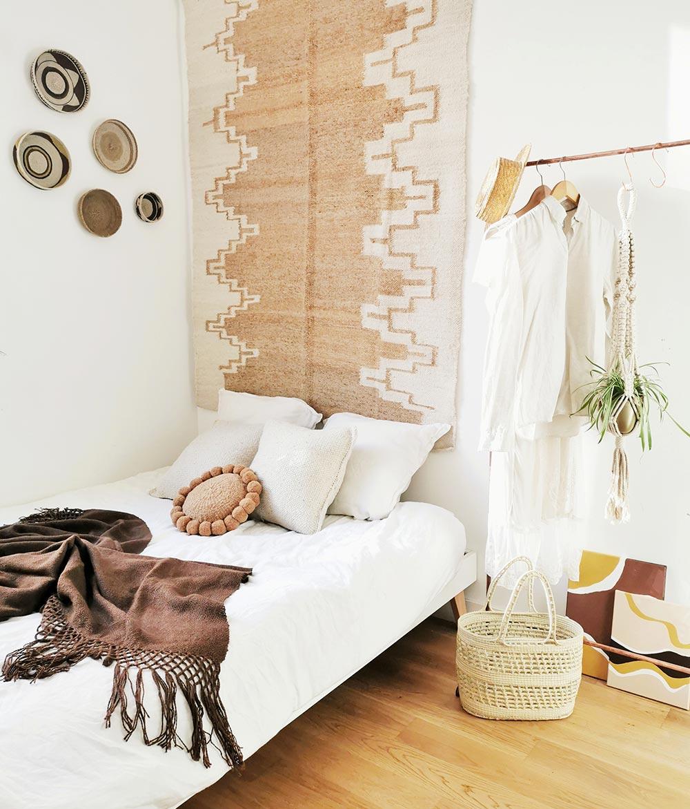 Deco Chambre Ethnique Chic tapis en laine ocre