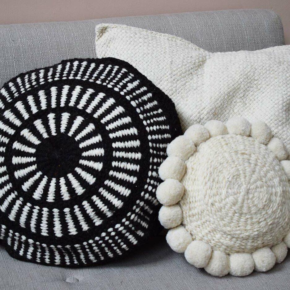 Coussin en laine blanc et noir Finca Home - Ambiance