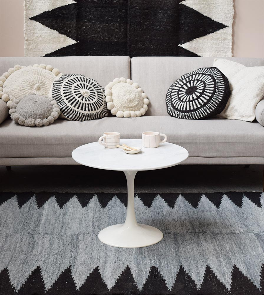 Coussin en laine blanc et noir Finca Home - Ambiance 2