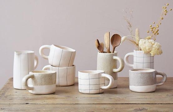 Pichet et tasse en céramique artisanale