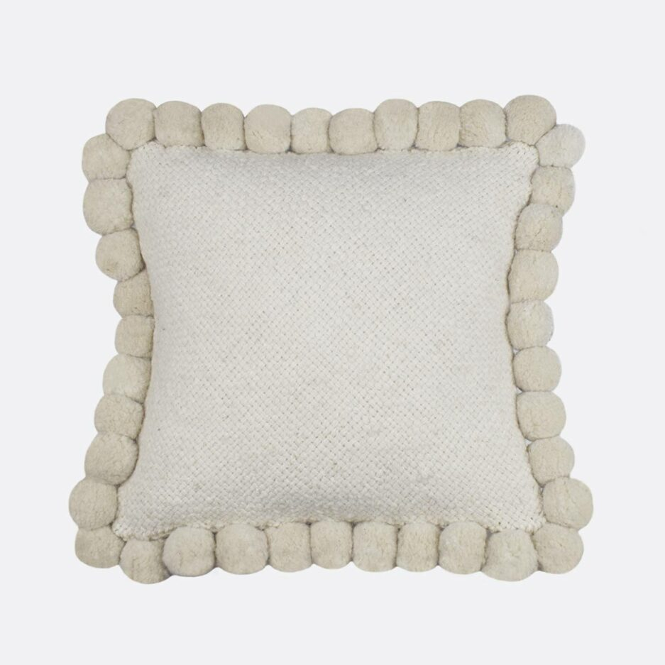 Coussin ethnique 50x50 pompons blanc Finca Home