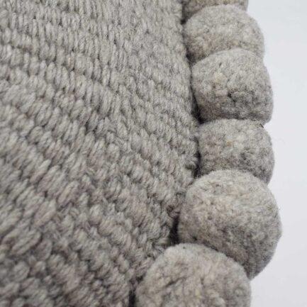 Coussin décoratif rond à pompons 50cm gris Finca Home - Zoom