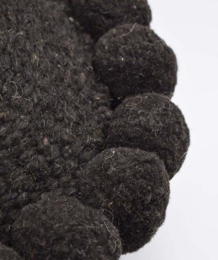 Mini coussin rond à pompons noir Finca Home - Zoom