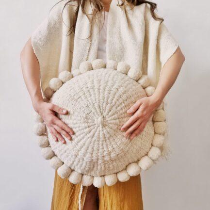 Coussin ethnique rond à pompons blanc Finca Home