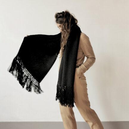 Écharpe noire en laine de lama Finca Home
