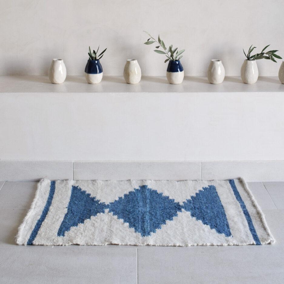 Mini tapis en laine bleu Finca Home